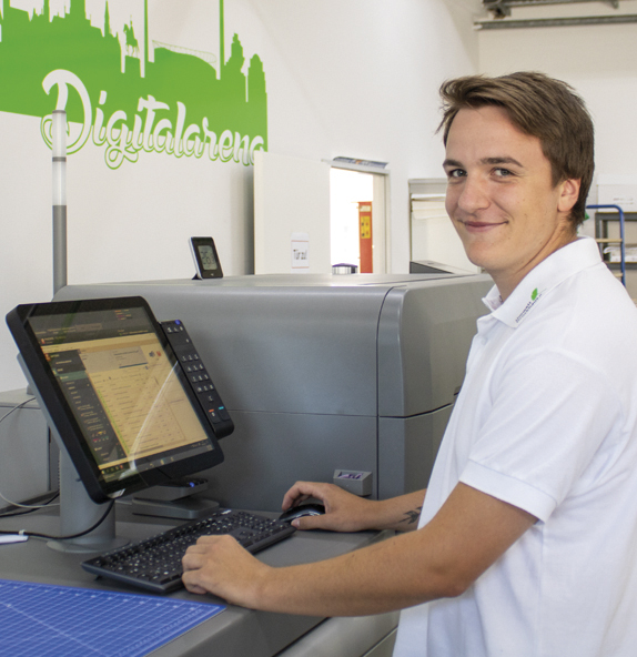 Jan-Ole-Battermann-UmweltDruckhaus-Hannover-Druckerei-Team